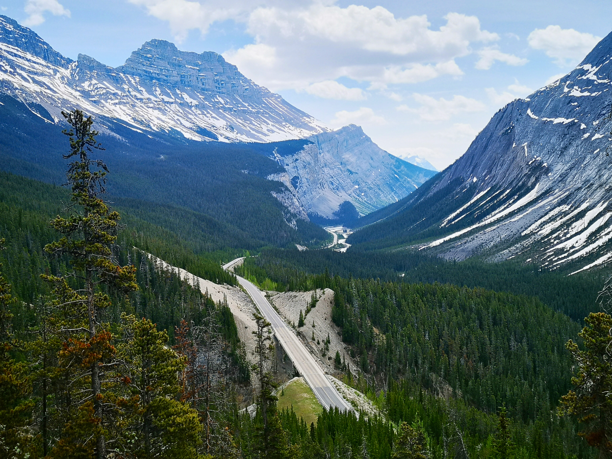 Big Bend and Big Hill - viewpoint on the Icefields Parkway