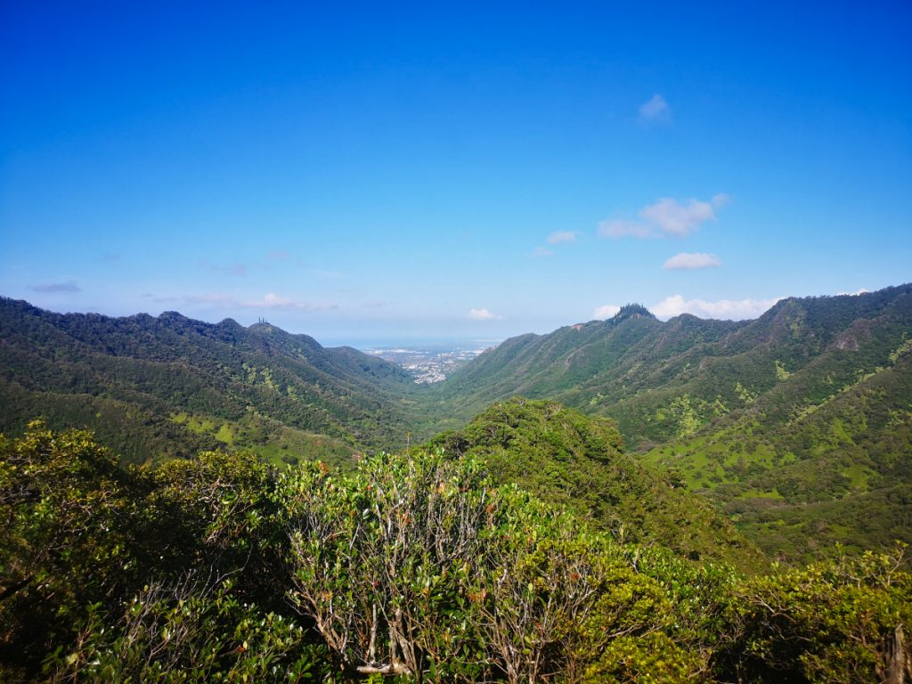 Backpacking Hawaii on a budget - go on hikes